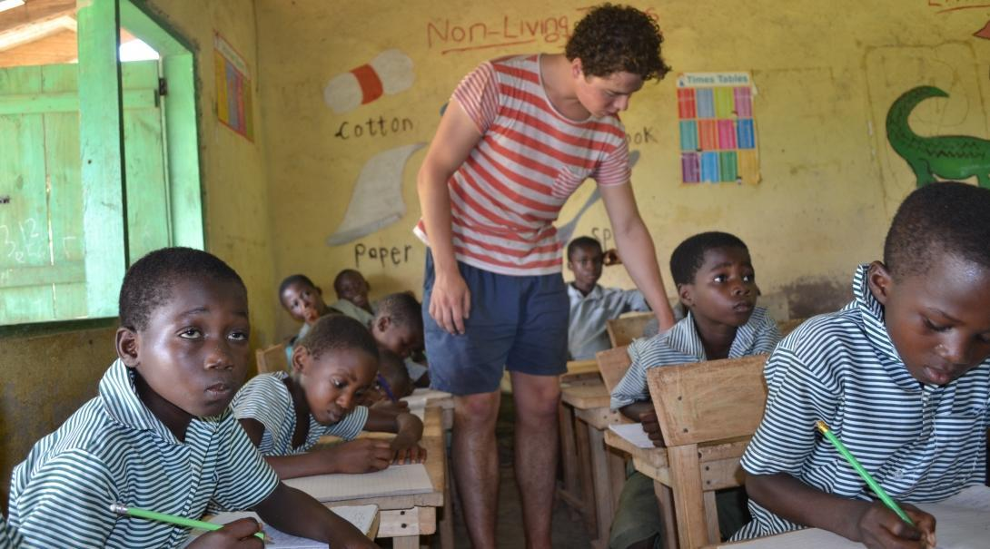 A Projects Abroad volunteer gains teaching work experience in Ghana by assisting the students who are struggling in class